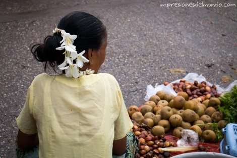 vendedora-de-verdura-Yangon-Myanmar-impresiones-del-mundo