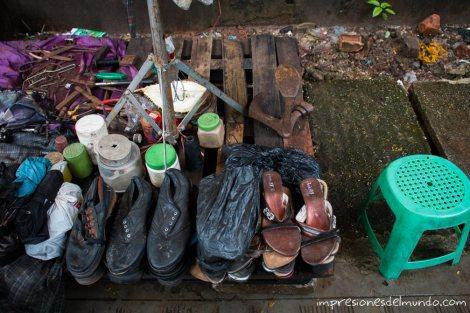 zapatero-callejero-Yangon-Myanmar-impresiones-del-mundo