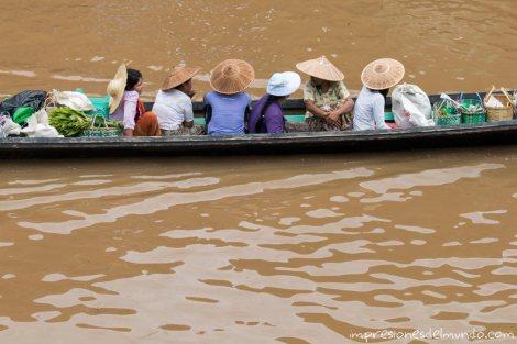 barca-con-gente-Lago-Inle-Myanmar-impresiones-del-mundo