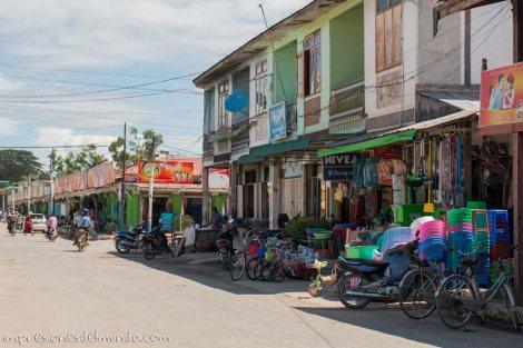 calle-de-Nyaungshwe-Myanmar-impresiones-del-mundo