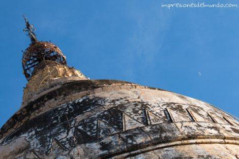 cupula-de-templo-y-luna-Bagan-Myanmar-impresiones-del-mundo