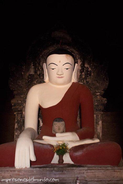 estatua-antigua-de-buda-Bagan-Myanmar-impresiones-del-mundo