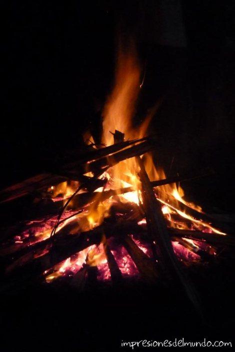 fuego-Uganda-impresiones-del-mundo