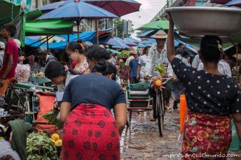 gente-en-el-mercado-Bago-Myanmar-impresiones-del-mundo