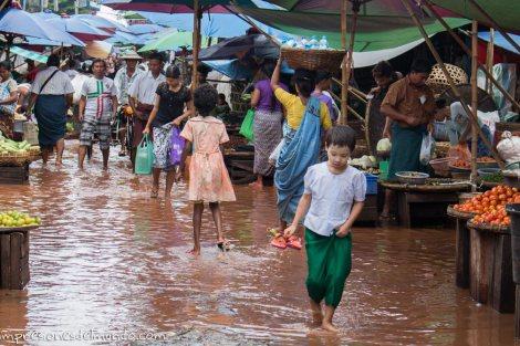 mercado-inundado-Bago-Myanmar-impresiones-del-mundo