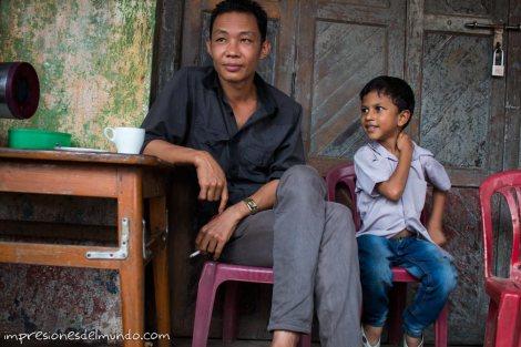 padre-e-hijo-Bago-Myanmar-impresiones-del-mundo