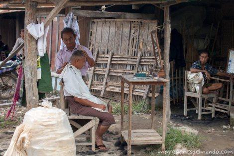 peluqueria-Lago-Inle-Myanmar-impresiones-del-mundo