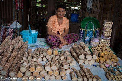 vendedora-de-tanaka-mercado-Bago-Myanmar-impresiones-del-mundo