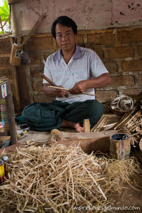 hombre-haciendo-artesania