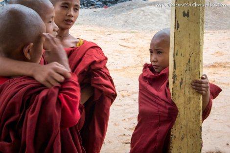 monjes-Myanmar-Birmania-impresiones-del-mundo