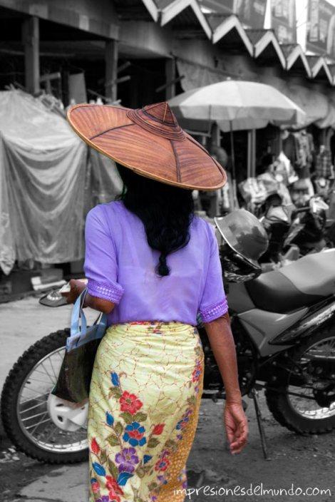 mujer-en-el-mercado-Myanmar-impresiones-del-mundo