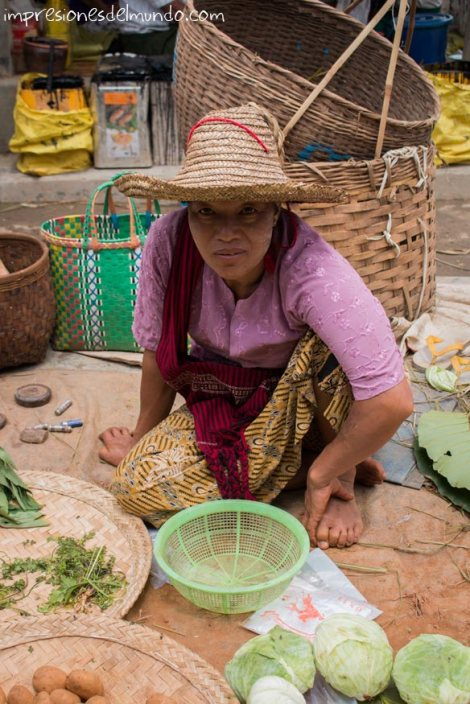 vendedora-en-el-mercado-Myanmar-impresiones-del-mundo