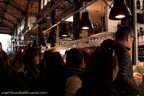 bar-en-el-mercado-de-San-Miguel-Madrid-impresiones-del-mundo