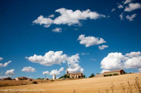 iglesia-y-paisaje-Espana-impresiones-del-mundo