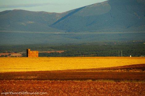 montaña-y-alpaca-pueblos-de-Espana-impresiones-del-mundo
