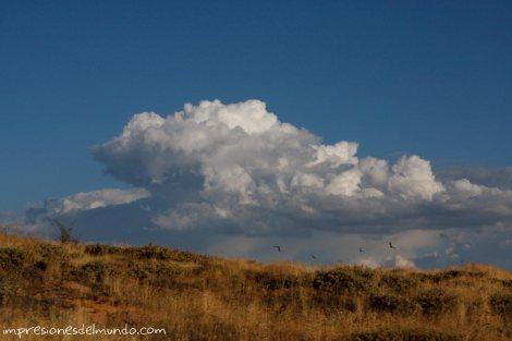 nube-y-pájaros-pueblos-de-Espana-impresiones-del-mundo