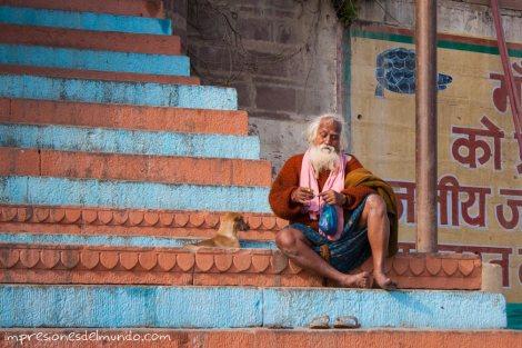hombre-en-escaleras-India-impresiones-del-mundo
