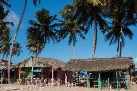 bares-en-la-playa-Cabrera-Republica-Dominicana-impresiones-del-mundo
