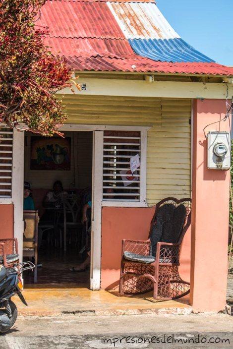 casa-y-mecedora-Cabrera-Republica-Dominicana-impresiones-del-mundo