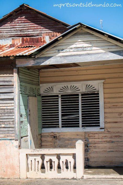 casa-y-ventana-Cabrera-Republica-Dominicana-impresiones-del-mundo