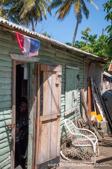 Casa-y-viejecilla-Cabrera-Republica-Dominicana-impresiones-del-mundo