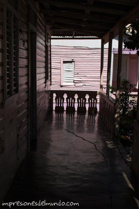 entrada-de-casa-Cabrera-Republica-Dominicana-impresiones-del-mundo
