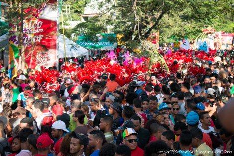 gente-carnaval-de-la-Vega-republica-dominicana-impresiones-del-mundo
