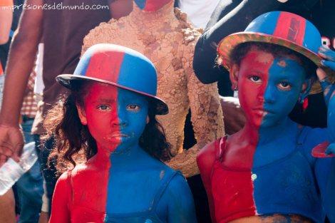 nenas-pintadas-carnaval-de-la-Vega-republica-dominicana-impresiones-del-mundo