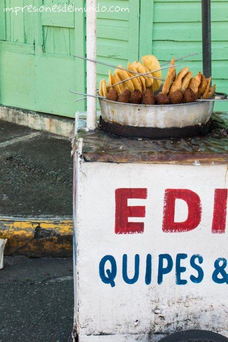 puesto-de-comida-carnaval-de-la-Vega-republica-dominicana-impresiones-del-mundo