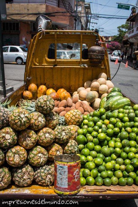 camion-de-fruta-Santo-Domingo-impresiones-del-mundo