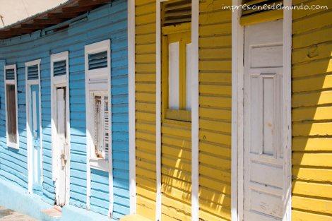 casas-azul-y-amarilla-Santo-Domingo-impresiones-del-mundo