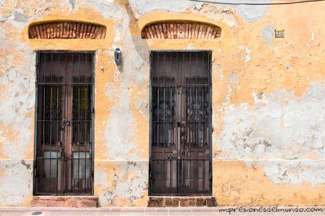 fachada-amarilla-Santo-Domingo-impresiones-del-mundo