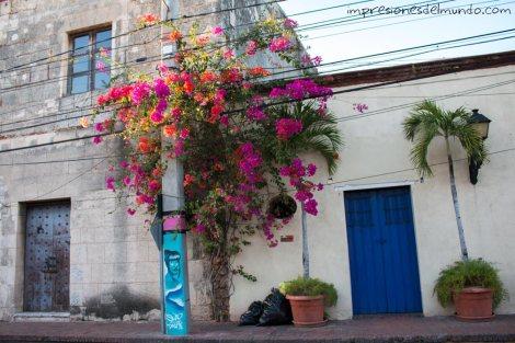 fachada-roja-Santo-Domingo-impresiones-del-mundo