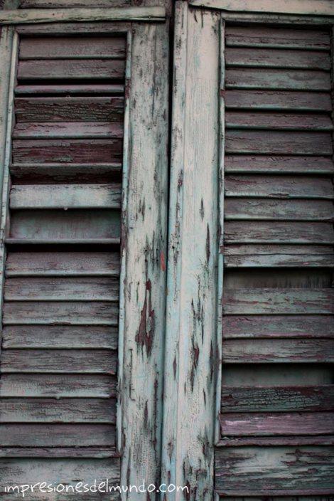 puerta-desgastada-Santo-Domingo-impresiones-del-mundo