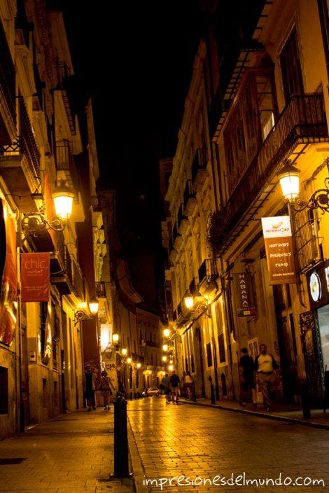 calle-de-noche-valencia-impresiones-del-mundo