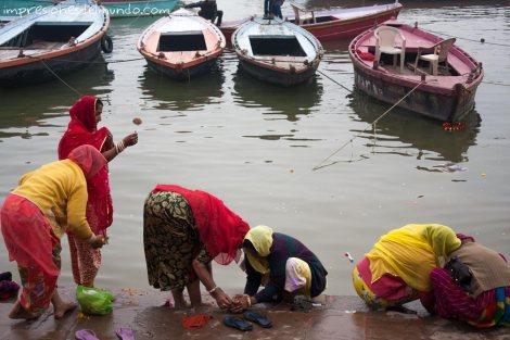 mujeres-lavando-india-impresiones-del-mundo