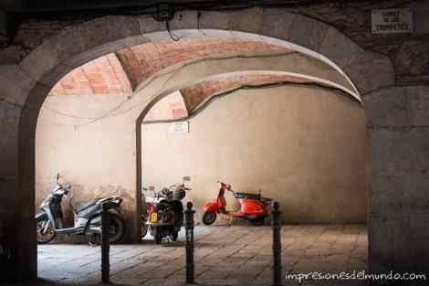 callejon-y-moto-barcelona-impresiones-del-mundo