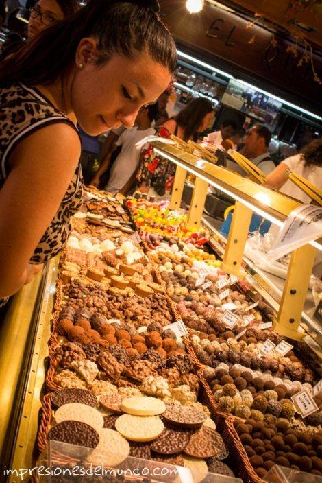 La-Boqueria-puesto-de-dulces-barcelona-impresiones-del-mundo