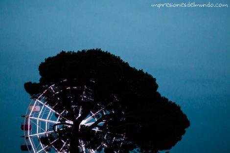 noria-y-arbol-barcelona-impresiones-del-mundo