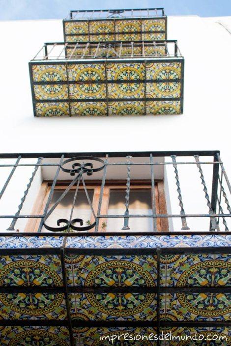 azulejos-en-balcones-Peñíscola-impresiones-del-mundo