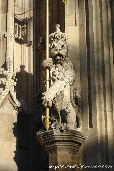 Leon-Westminster-Londres-impresiones-del-mundo