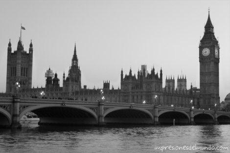 Parlamento-de-Londres-y-Big-Ben-de-noche-impresiones-del-mundo