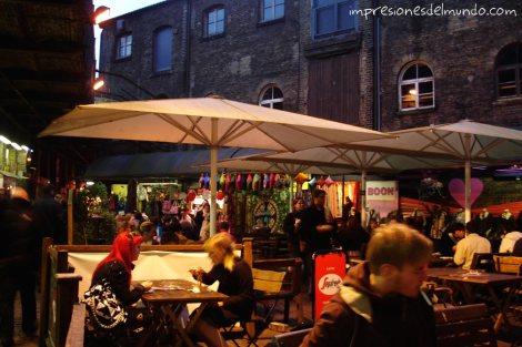 gente-comiendo-Camden-Londres-impresiones-del-mundo
