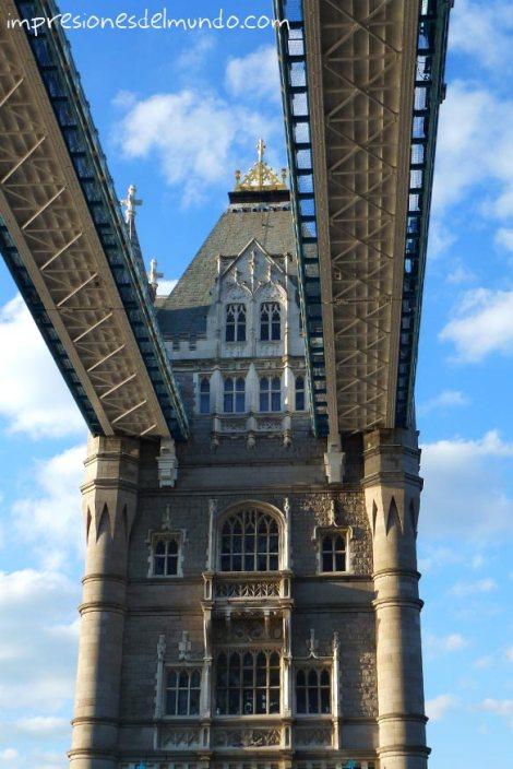 tower-bridge-y-cielo-azul-Londres-impresiones-del-mundo