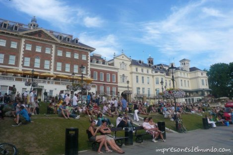 gente-sentadao-Richmond-Londres-impresiones-del-mundo